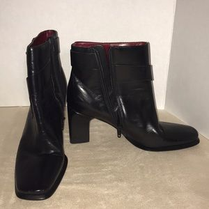 BCBG Ankle Boots Booties Black Leather 7 GUC Heels